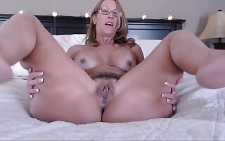 Filling Mothers Fertile Cunt