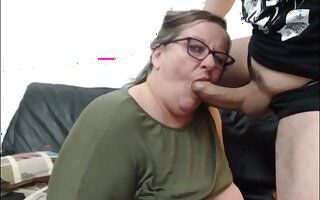 Old fat whore fuck and suck on CB 24 mars 2020