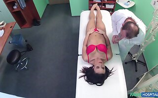 Amateur welcomes her physician into her pussy