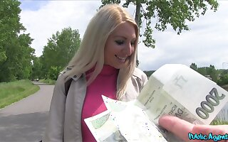 Amateur loves the smell of money and the stiff inches in her ass