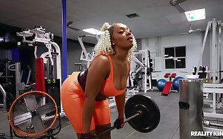 Black powerhouse Mimi Curvaceous fucks a characterless man at the gym
