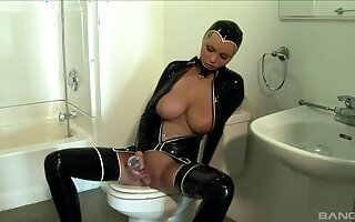 Busty blonde dresses far a latex livery is ready to fuck