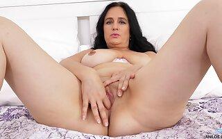 Mature brunette Ria Black uses fingers forth an effort to cum hard