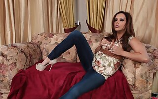 Horny cougar Francesca Le gives head and rides his rock firm unearth